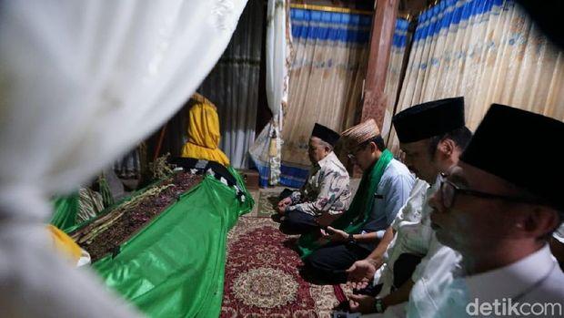 Maulid Nabi di Ponpes Sunan Drajat, Sandiaga Didapuk Jadi Keluarga Besar