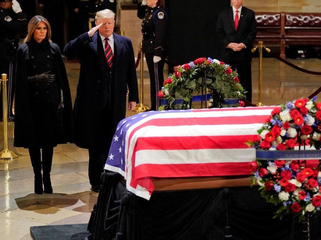 Penghormatan Terakhir Penuh Haru untuk Bush Senior