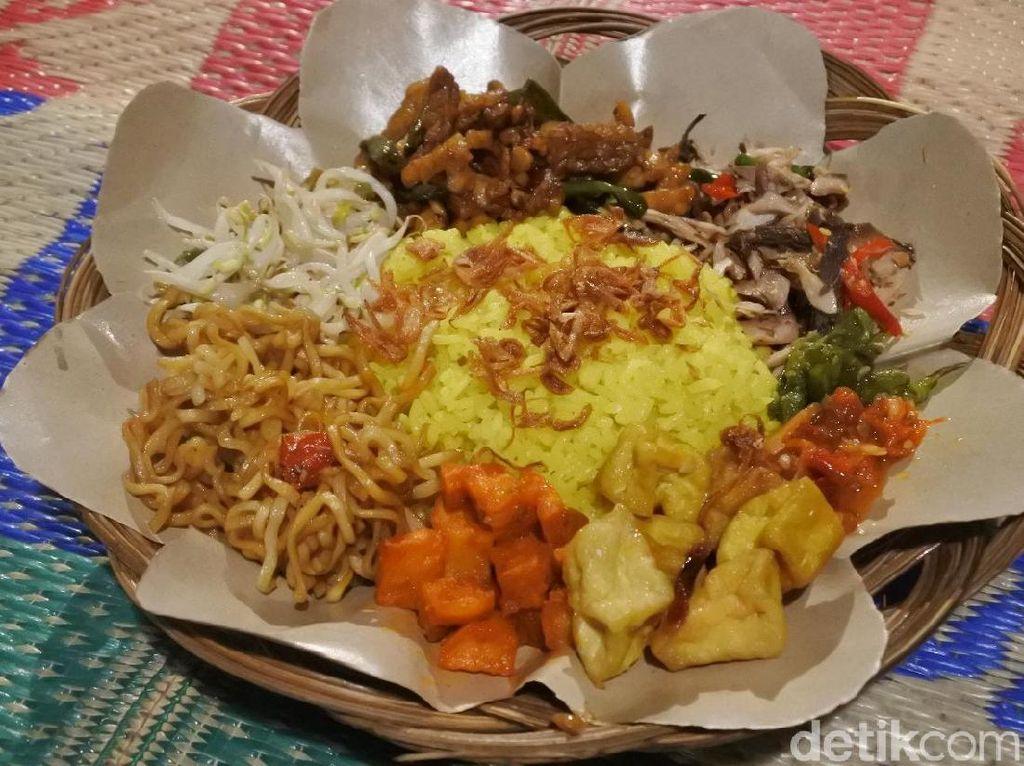 Nasi Begadang: Gurih Pedas Nasi Kuning Ambon dengan Suwiran Ikan Cakalang