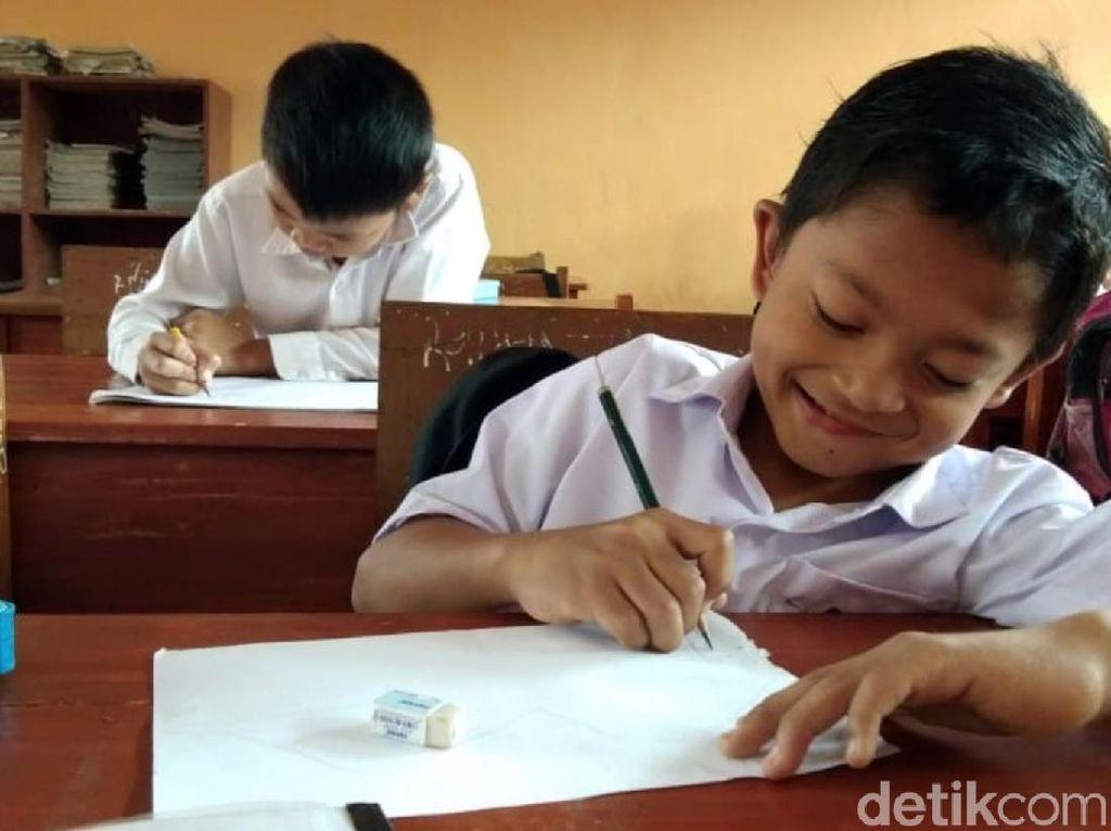 Usai Bertemu Jokowi, Adul Kembali Bersekolah dengan Semangat
