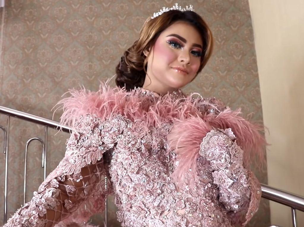 Penampilan Mengejutkan Aurel Hermansyah Didandani ala Pengantin Barbie