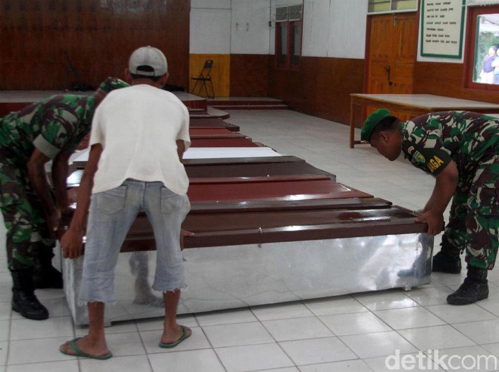 Peti Jenazah untuk Korban Penembakan di Papua