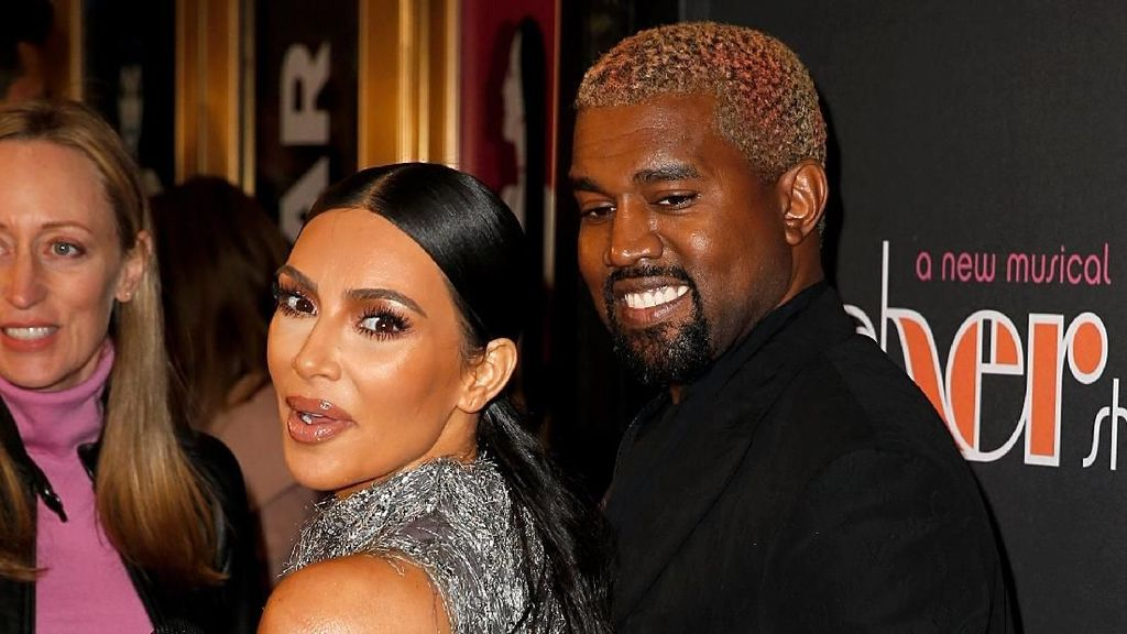 Tak Mau Pusing Drama Kanye vs Drake, Kim Kardashian Asyik ke Disneyland