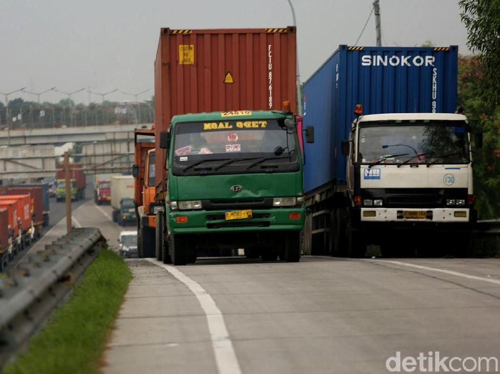 Pembatasan Truk Tol Cikampek Akan Diperpanjang