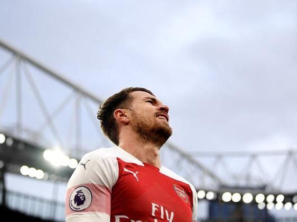 Nasihat untuk Emery: Jual Oezil, Pertahankan Ramsey di Arsenal