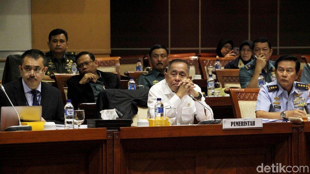Menhan Ryamizard Ryacudu Bahas Pertahanan Indonesia-Spanyol di DPR