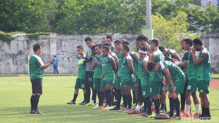 Pelatih Persebaya Surabaya Djajang Nurjaman berharap melanjutkan tren positif di Gianyar. (Suparno/detikSport)