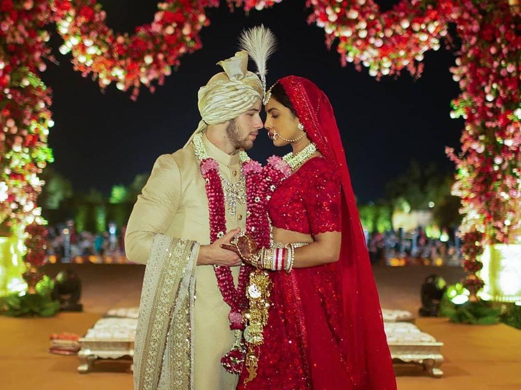 Cantiknya Priyanka Chopra Pakai Gaun Hingga Sari di Hari Pernikahan