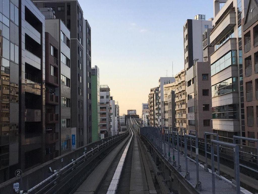 Serunya Menjajal Kereta Layang Tanpa Awak Buatan Jepang