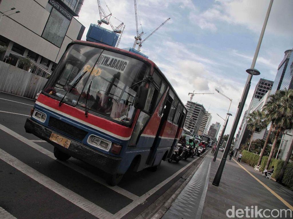 Angan Sang Nakhoda untuk Perpanjang Napas Metromini