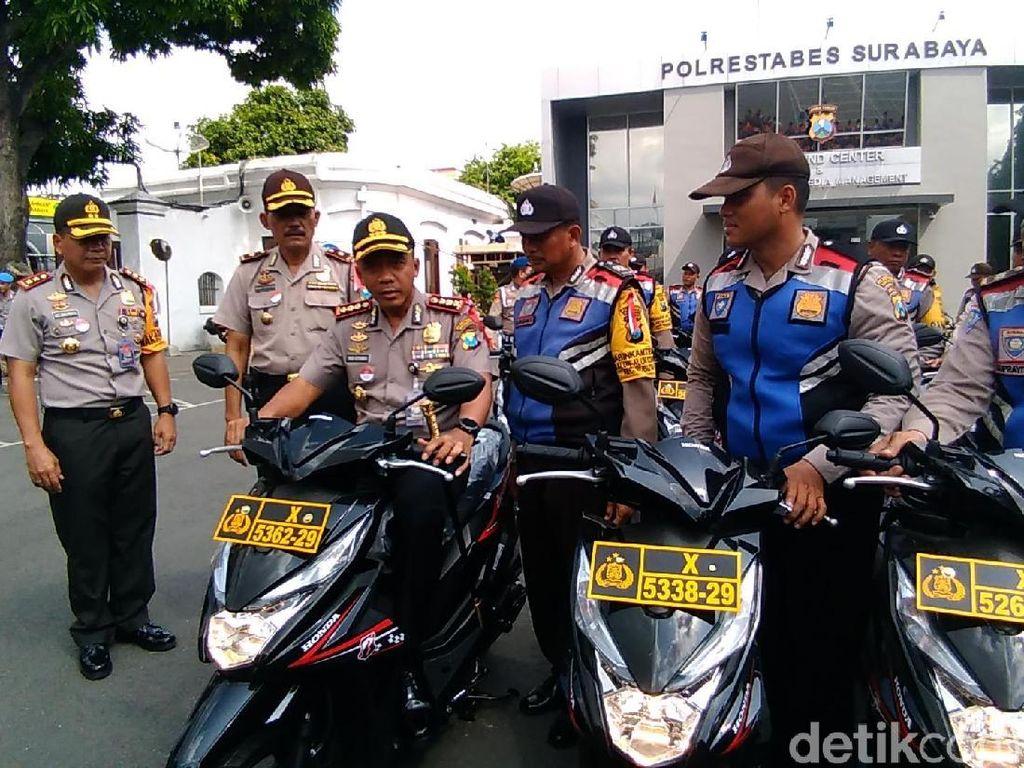 130 Motor Dibagikan untuk Bhabinkamtibmas di Surabaya