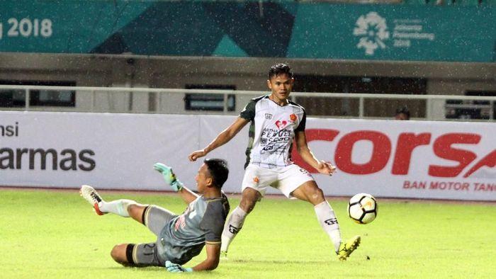Dimas Drajad saat tampil di Liga 1 musim lalu. (ANTARA FOTO/Yulius Satria Wijaya)