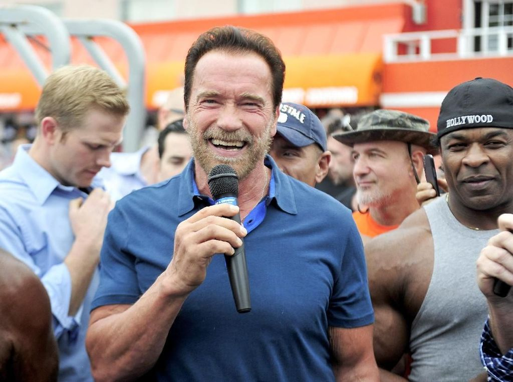 Cara Lucu Arnold Schwarzenegger Kampanyekan Mobil Listrik
