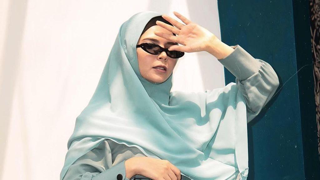 Gaya Vivi Zubedi Pakai Khimar, Disebut bak Kendal Jenner Syariah