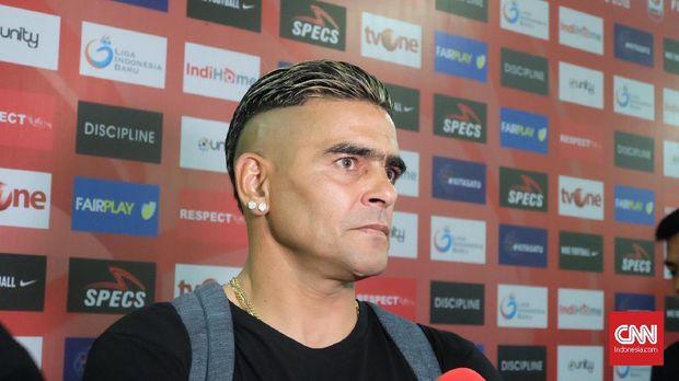Cristian Gonzales tertahan 1,5 bulan di rumah Surabaya.