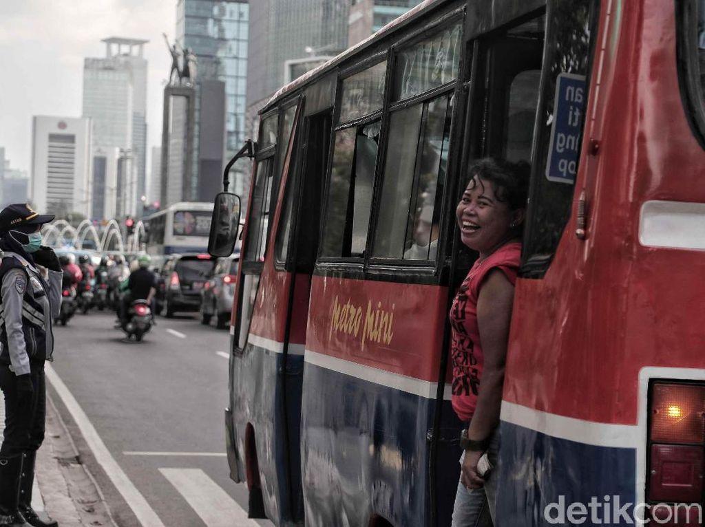 Potret Senjakala Metromini
