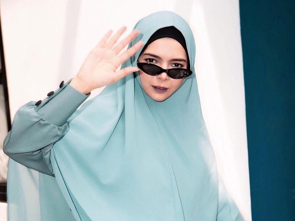 Desainer Hijab Vivi Zubedi Bagi Tips Bangun Bisnis Selama Pandemi