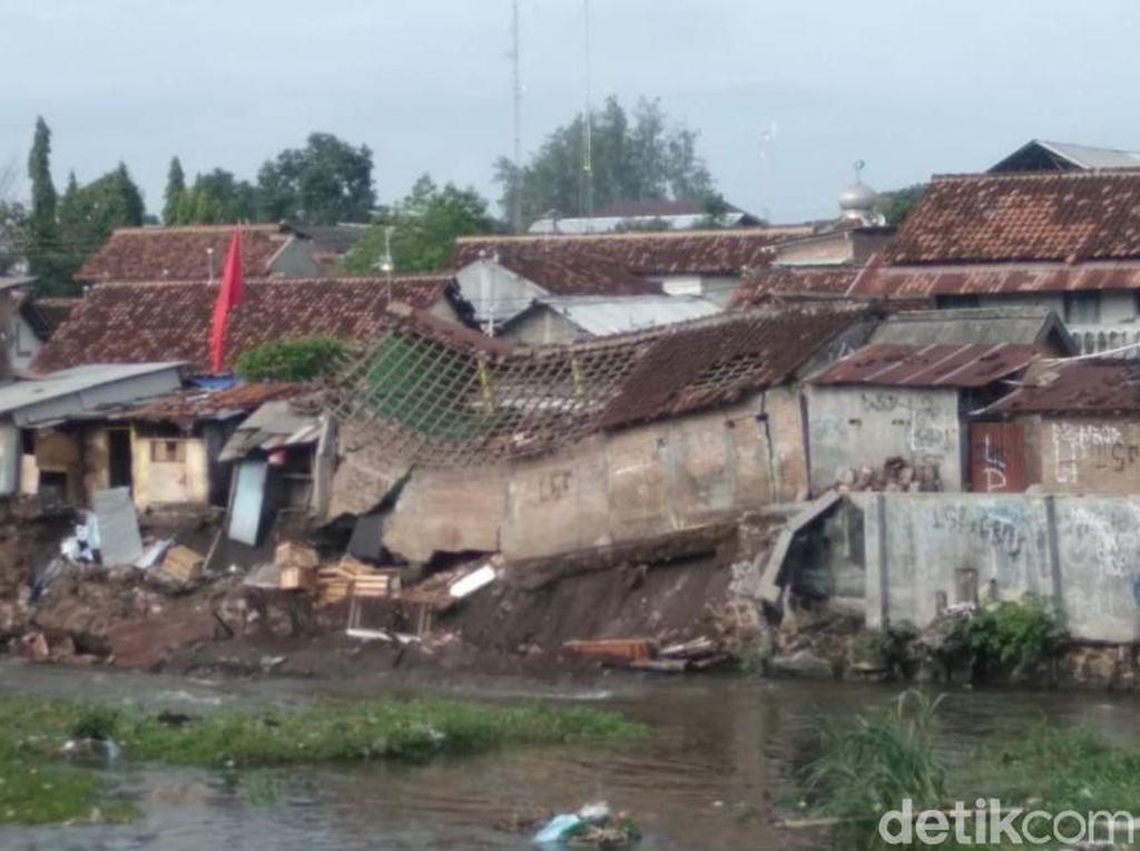 Talut Sungai Code Yogya Ambrol, 7 Rumah Warga Rusak