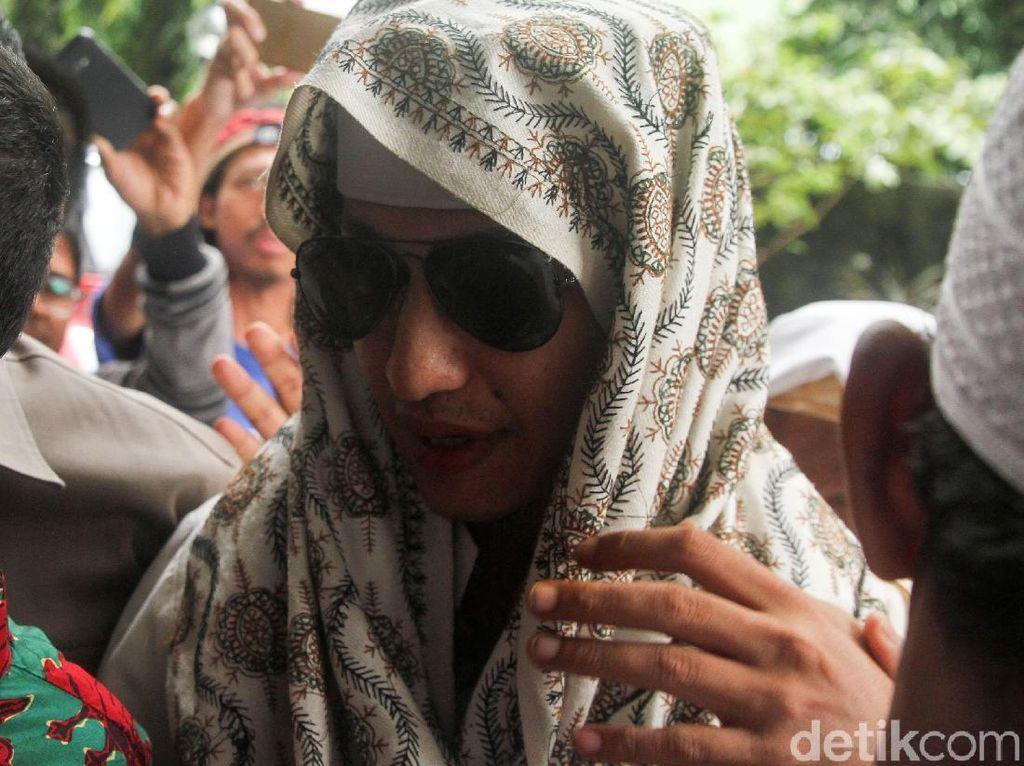 Bahar Masih Diperiksa, Polisi Belum Bisa Kabulkan Penangguhan