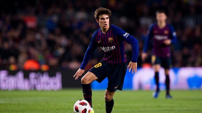 Akankah Riqui Puig jadi bintang baru Barcelona jebolan La Masia (Alex Caparros/Getty Images)