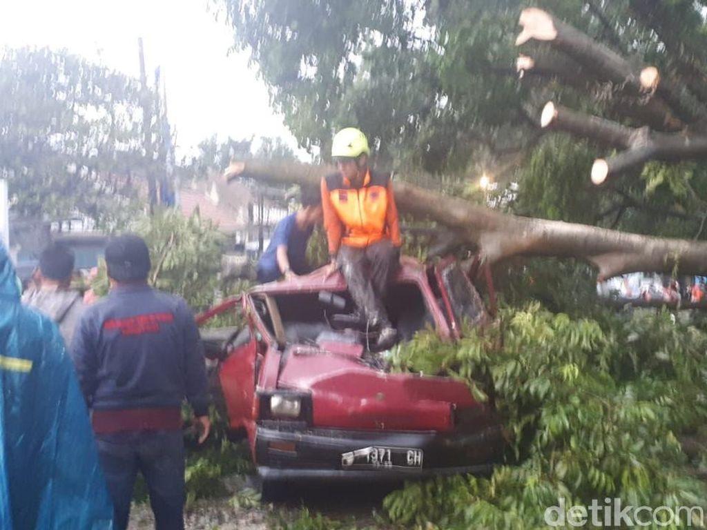 BNPB: Puting Beliung Bogor Terjang 4 Kelurahan, 50 Rumah Rusak