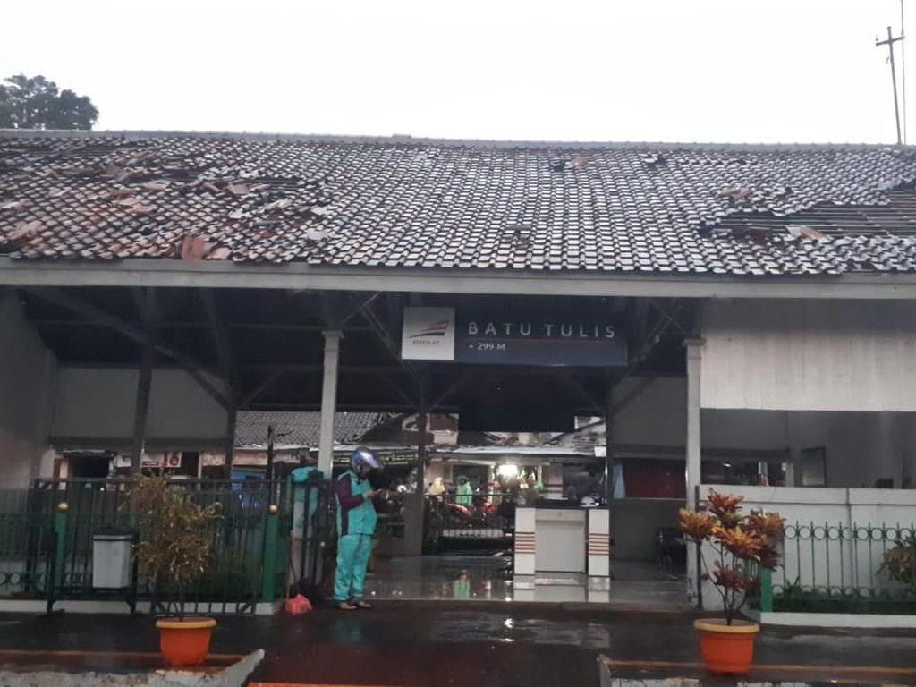 Atap Stasiun Batutulis Bogor Rusak Tersapu Angin Puting Beliung