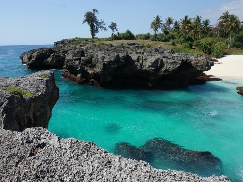 Mandorak, Si Pantai Cantik dari Sumba