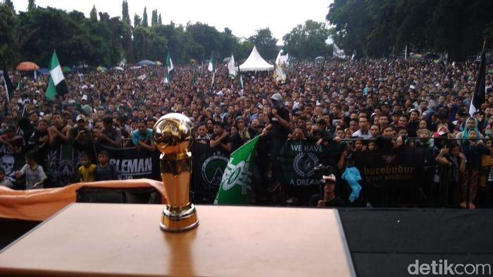 Kemeriahan suasana perayaan pesta juara Liga 2 PSS Sleman (Ristu Hanafi/detikSport)