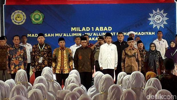 Presiden Joko Widodo (Jokowi) menghadiri resepsi milad 1 abad Muallimin-Muallimat di Yogyakarta..