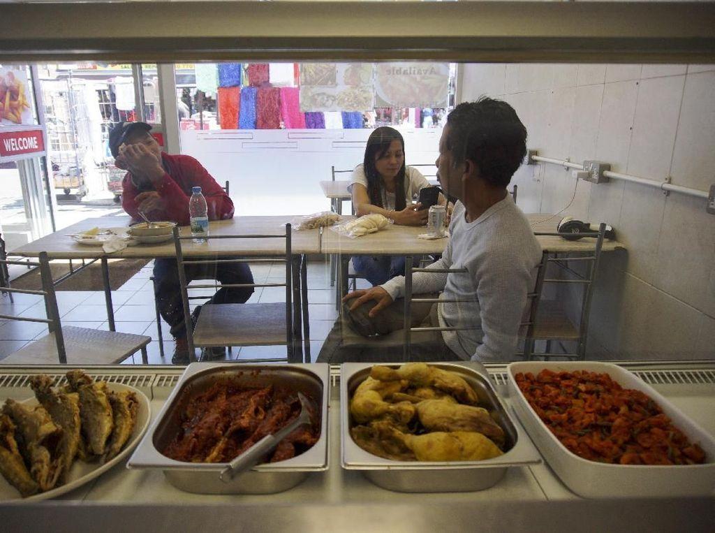 Laris Manis Bisnis Makanan Indonesia di Negeri Ratu Elizabeth
