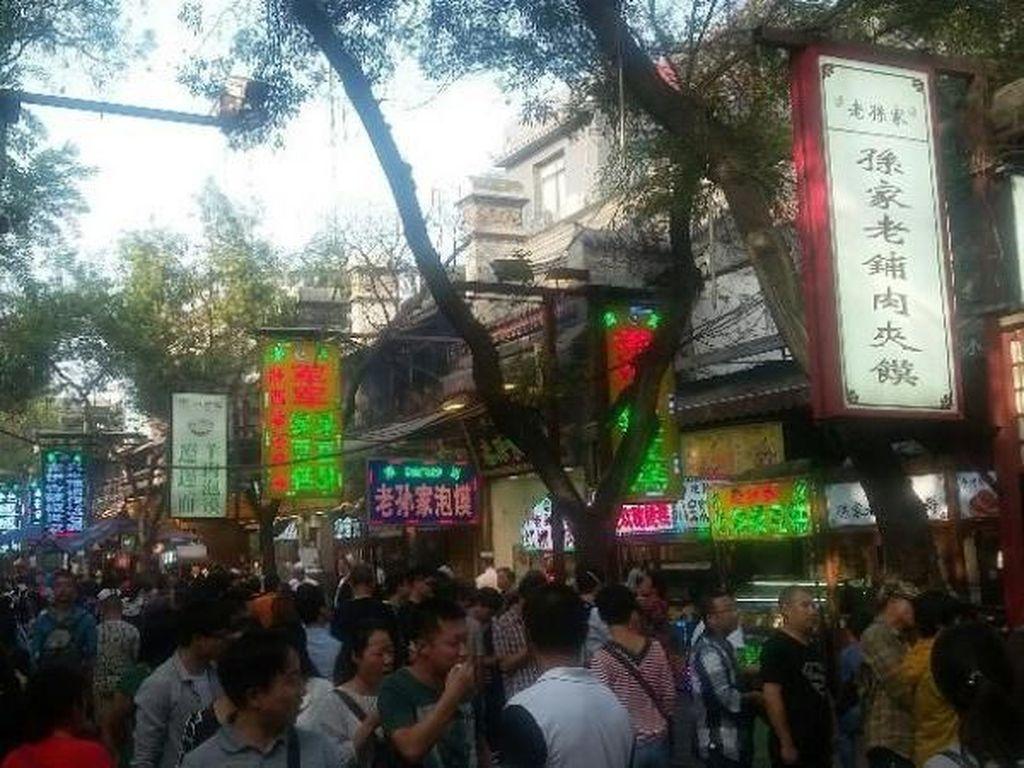 Wisata Kuliner Halal di Muslim Quarter Xian, China