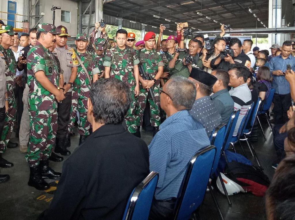Panglima TNI Serahkan Jenazah Korban KKB ke Keluarga