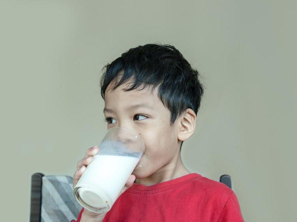 Cara Cerdas Atasi Alergi Susu Sapi pada Anak
