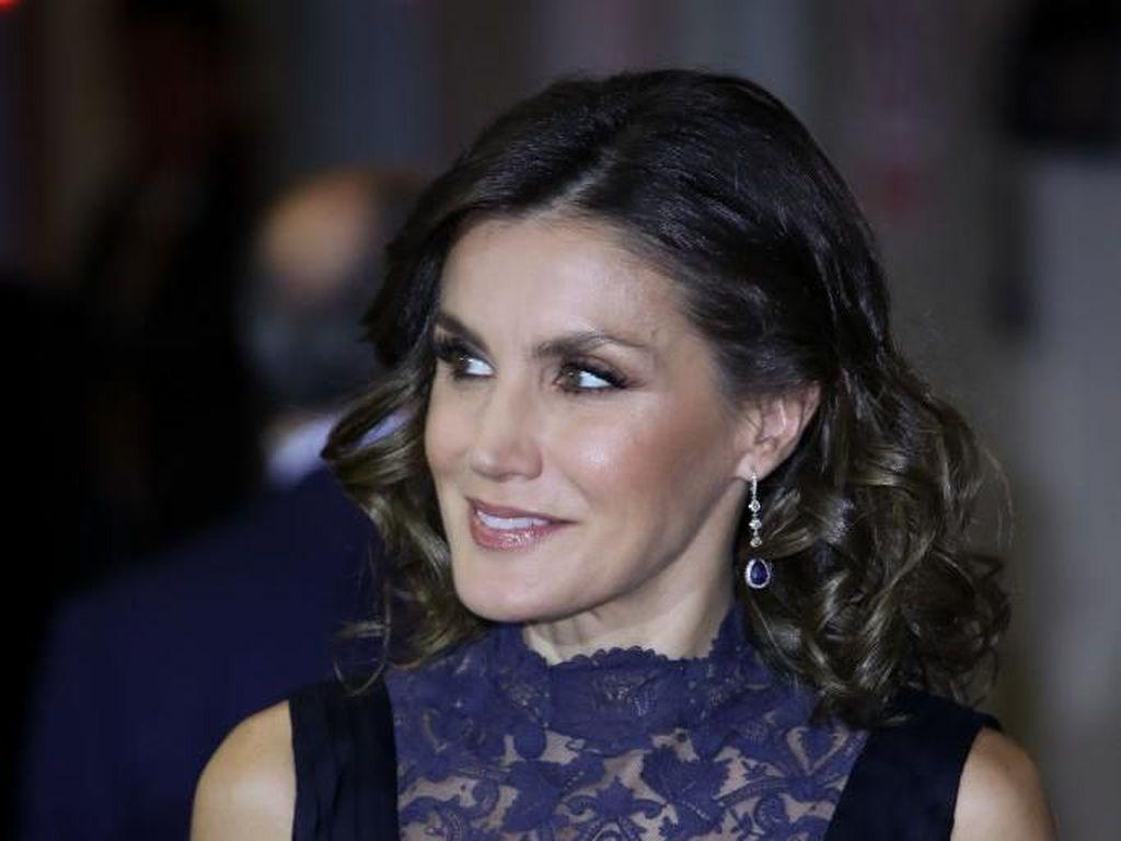 Jarang Terjadi, Ratu Cantik Spanyol Pakai Baju Berbelahan Dada Rendah