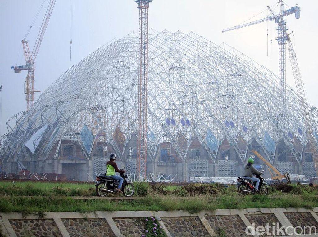 Melihat Pembangunan Masjid Terapung Gedebage Bandung