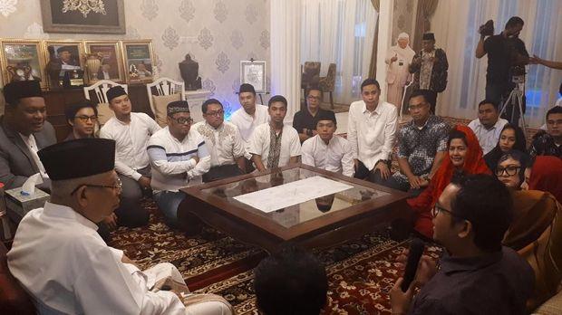 Relawan milenial bertemu dengan Ma'ruf Amin di rumah situbondo