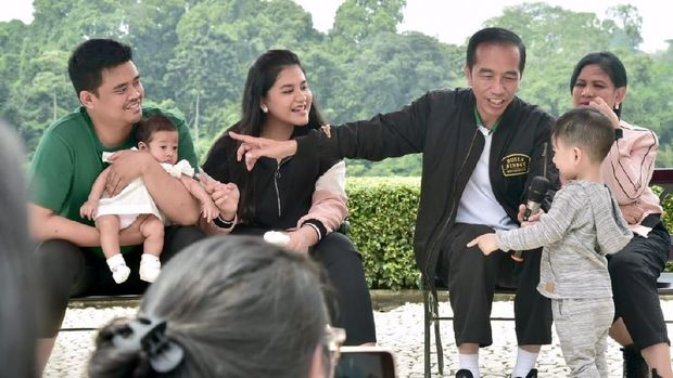 Jokowi menunjuk cucu keduanya Sedah Mirah kepada Jan Ethes.