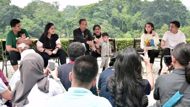 Menantu Jokowi, Bobby Nasution (paling kiri) disebut mulai punya feeling ke politik.