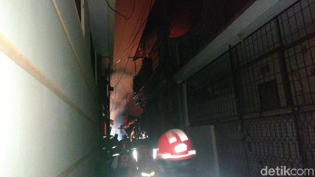 Kebakaran Terjadi di Permukiman Simokerto Surabaya