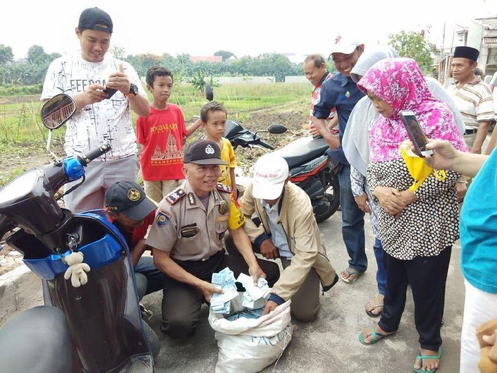 Foto: e-KTP dalam Karung yang Bikin Kaget Warga Duren Sawit