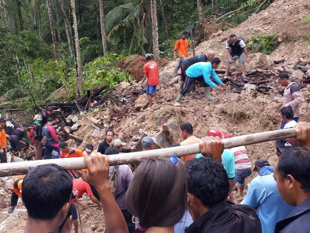 Banjir dan Tanah Longsor Terjang Pacitan, 4 Warga Hilang