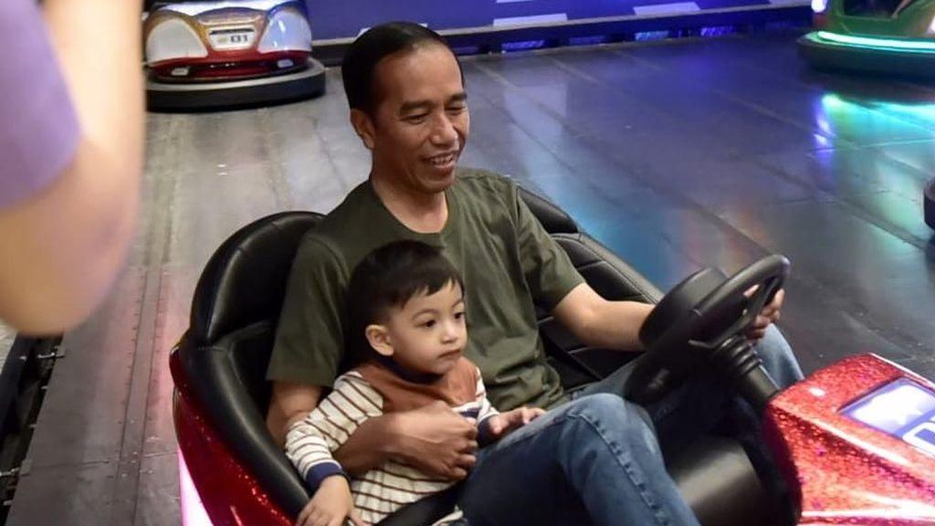 Momen Seru Jokowi Habiskan Waktu Bersama Cucu