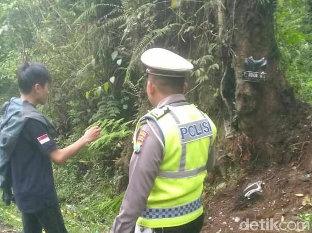 Korban Motor Matic Tabrak Pohon di Jalur Kawah Ijen Bertambah