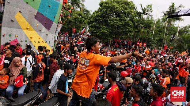 SUGBK selalu dipenuhi Jakmania bila Persija Jakarta menggelar laga kandang di tempat tersebut.
