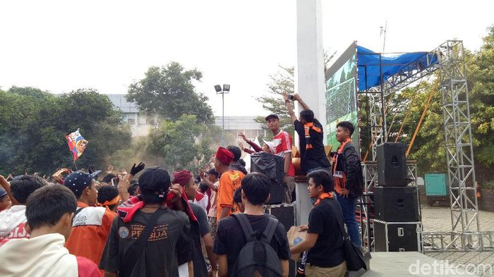 Persija menghadapi Mitra Kukar di Stadion Utama Gelora Bung Karno (SUGBK), Minggu (9/12). (Randy Prasatya/detikSport)