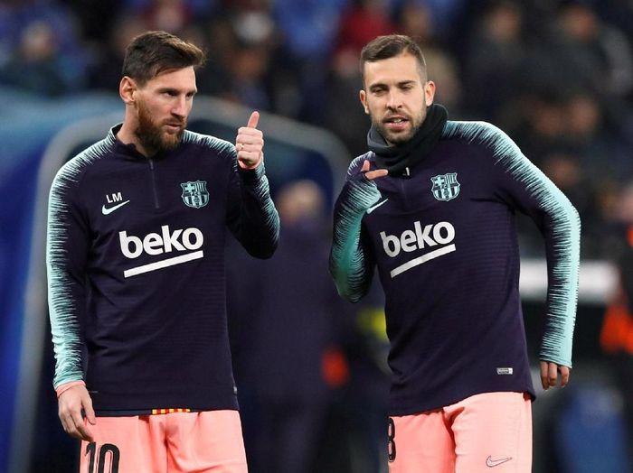 Jordi Alba tak terima Lionel Messi gagal menangi Ballon dOr 2018. (Foto: Albert Gea/Reuters)