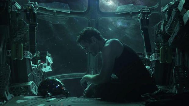 Tony Stark sempat terombang-ambing di luar angkasa.
