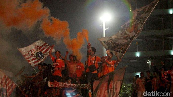 The Jakmania mendukung rencana Gubernur DKI Jakarta, Anies Basewdan. (Foto: Rifkianto Nugroho)