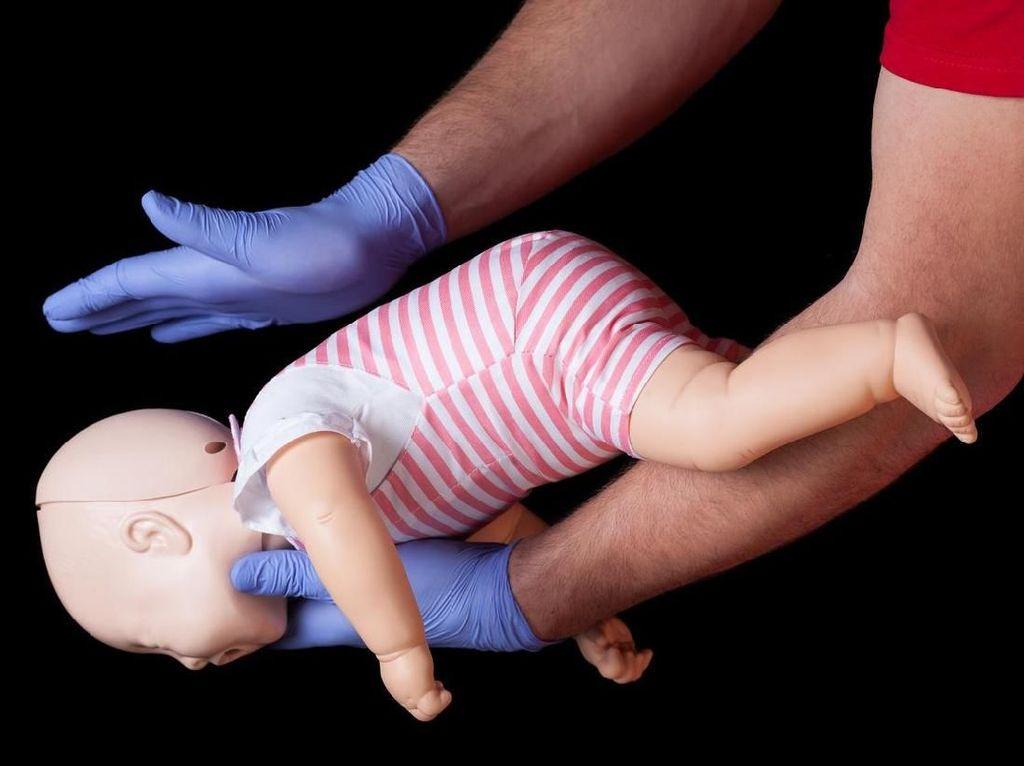 Cara Aman Mencegah Anak Tersedak Makanan