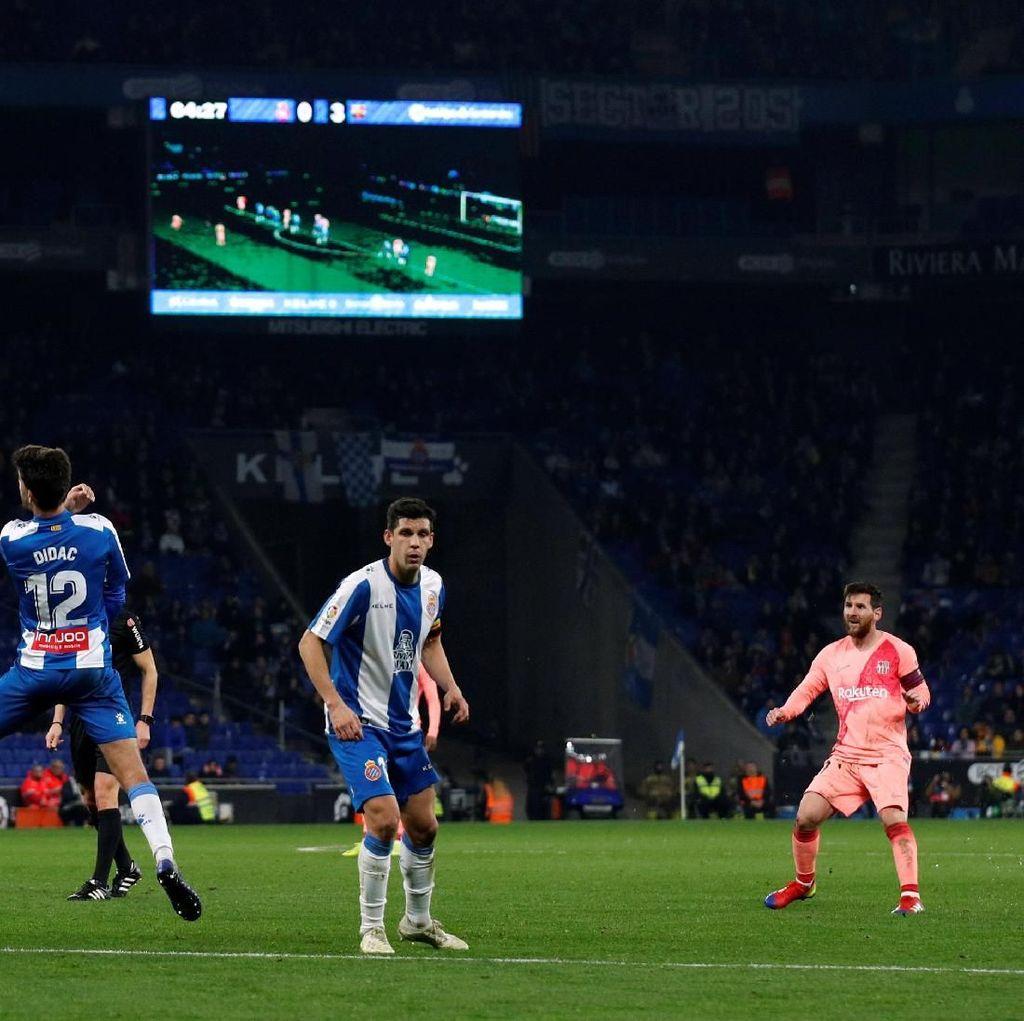 Messi Bikin Dua Gol Tendangan Bebas, Barcelona Gilas Espanyol